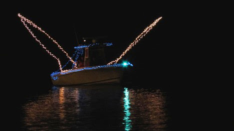 1__%252524%252521%252540%252521__HolidayBoatParade-3-2014-12-27-21-09.jpg