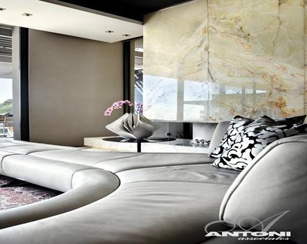 muros-de-marmol-casa-de-lujo-Antoni-Associates