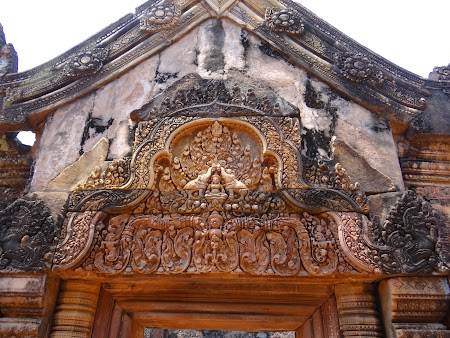 06. Sculpturi khmere.JPG