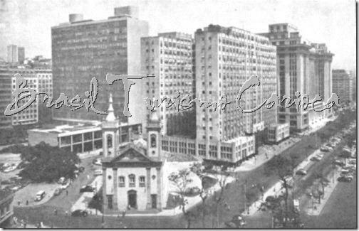 Igreja de Santa Luzia-1960 - Castelo(à esquerda Ministério da Educação; à direita Ministério do Trabalho eMinistério da Fazenda, ambos na Av. Pres. Antonio Carlos