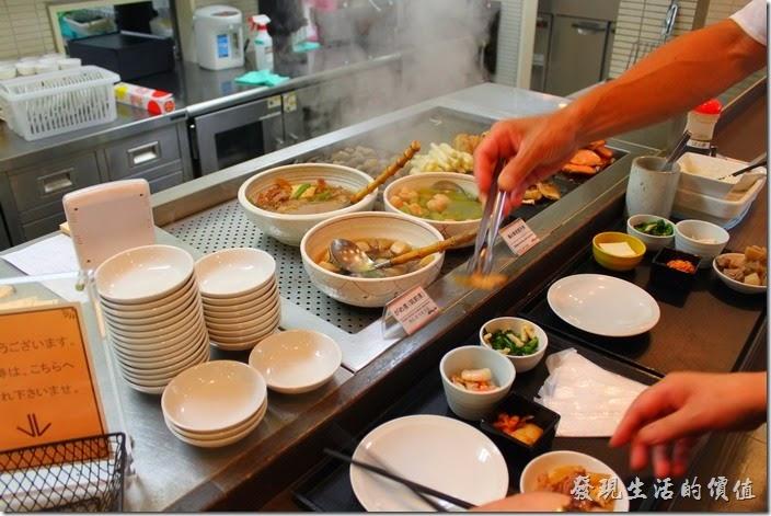 【博多祇園Hotel東名inn】的早餐,這裡有各種的煮物可供挑選。