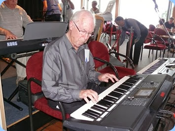 Peter Brophy playing his Yamaha PSR-S950. Photo courtesy of Dennis Lyons