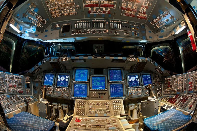 endeavour-flight-deck-15