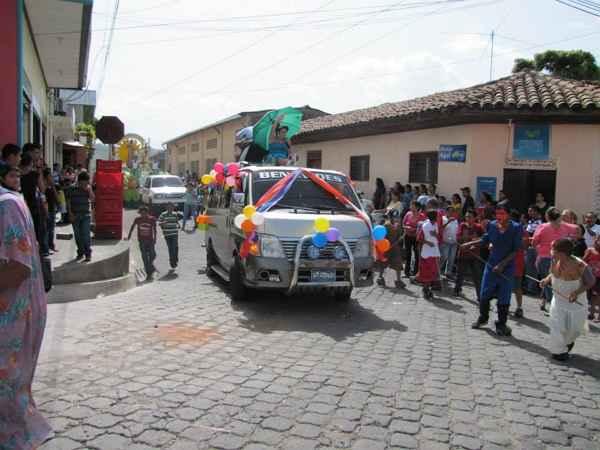 Las reinas de los barrios, feria de El Salvador