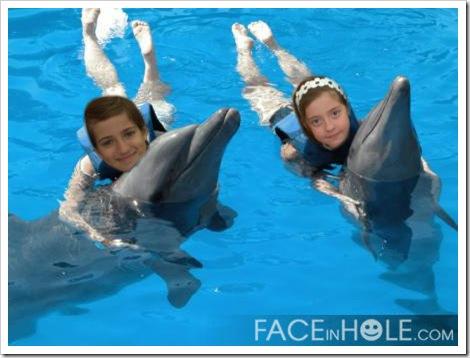 María e María Luisa con golfiños