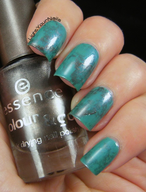 Turquoise water spotted nails