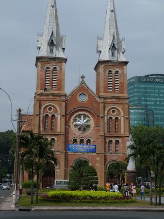 Obiective turistice Vietnam: Catedrala Catolica din Ho Chi Minh