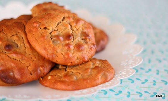 Flourless Peanut Butter and Honey Choc Chip Cookies by Baking Makes Things Better (3)