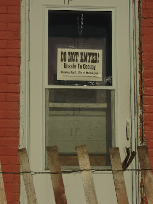 """Many signs posted by police say """"Do Not Enter - Unsafe to Occupy - Building Dep't, City of Washington - Unlawful to remove without written permission of Building Official"""" (Ben Stanton/KCII)"""