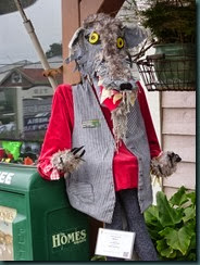 Halloween scarecrows Cambria, mulch pile garden 006