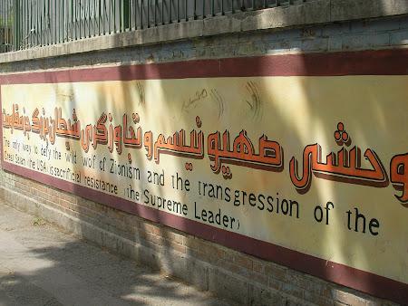 Tehran: anti- American Mural pictures