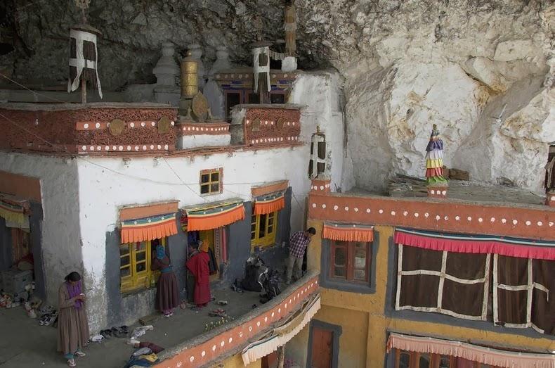 phugtal-monastery-2