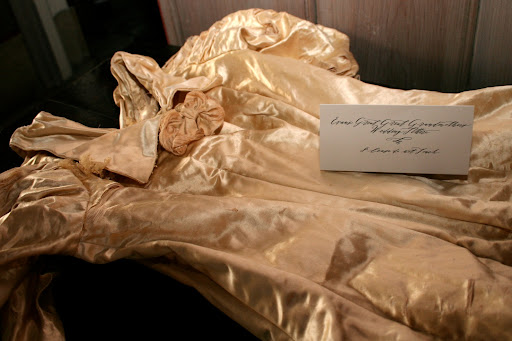 A calligraphed sign helped guests realize the gown's history.
