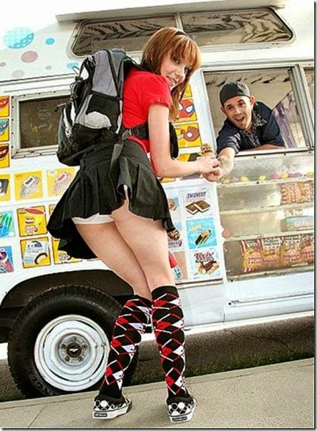 girls-eating-icecream-033