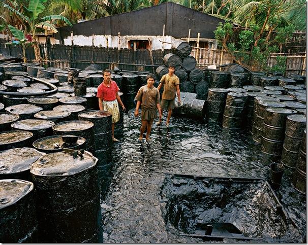 edward burtynsky  the end of oil recycling #2 - 2001