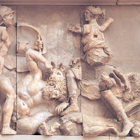 10.- Altar de Zeus. Pérgamo. Lucha de Artemis