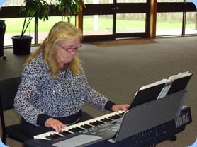 Desiree Barrows playing her Korg Pa500. Desiree is recovering from a badly broken wrist but is not letting that stop her enthusiasm for her music.