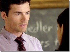 Ezra_and_aria_talk_in_the_classroom