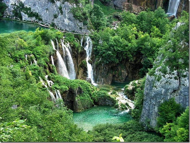 amazing-waterfalls-of-plitvice-lakes-in-croatia-1