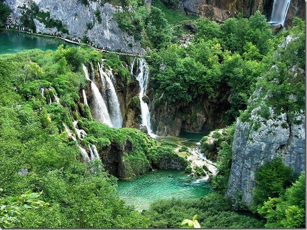 amazing-waterfalls-of-plitvice-lakes-in-croatia-1