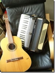 guitar-and-accordion_2289786