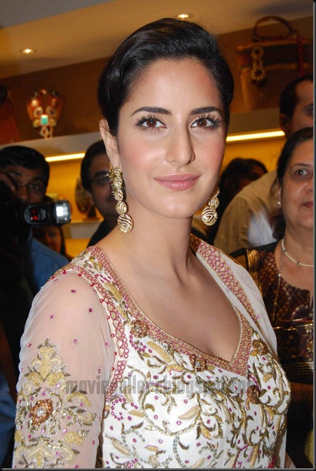 hot-katrinakaif-vikramphadnis-store-launch-images-06