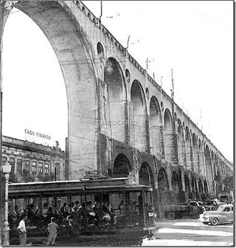 Década de 1950 - Bonde sob o Arco Central dos Arcos da Lapa