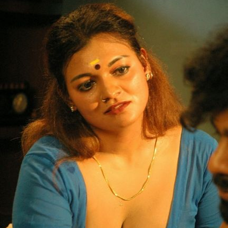 Hot Tamil Actress Big Cleavage Show