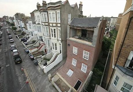 Artista britânico cria modelo de casa que 'escorrega' para rua