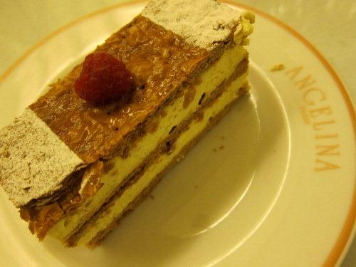 Millefeuille à la Vanille Bourbon Fine Pâte Feuilletée Caramélisée, Crème Légère à la Vanille Bourbon - Thin layers of Caramelized puff pastry, Bourbon Vanilla Cream