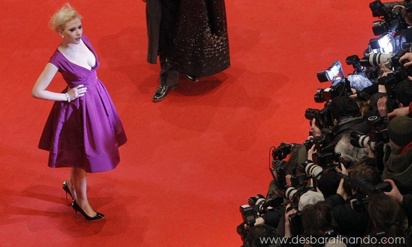 "US actress Scarlett Johansson poses for photographers as she arrives on the red carpet for the premiere of the film ""The Other Boleyn Girl"" by British director Justin Chadwick and presented out of competition during the 58th International Berlinale Film Festival in Berlin on February 15, 2008. AFP PHOTO   DDP/MARCUS BRANDT     GERMANY OUT (Photo credit should read MARCUS BRANDT/AFP/Getty Images)"