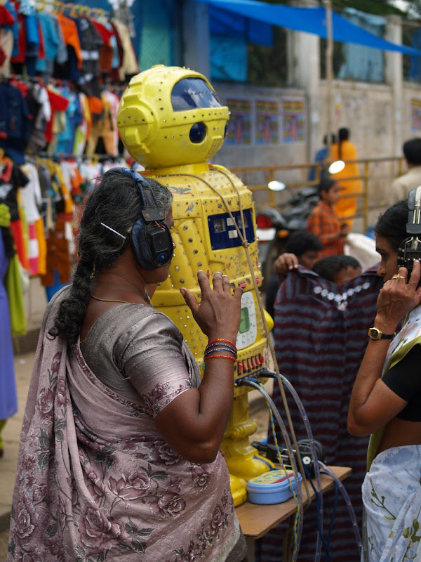 fortune-telling-robots-6