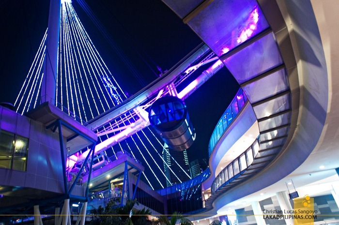 The Singapore Flyer from Below the Complex