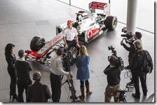 Sergio Perez nella sede della McLaren