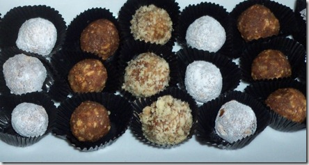 Date Crunchy Balls Recipe by www.dish-away.com