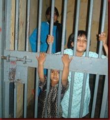 crianças_na_prisão_Indonésia