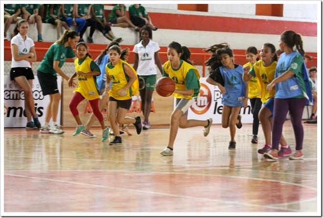 O festival das escolinhas de iniciação foi realizado na Praça de Esportes Marcos Antonio Gobbo