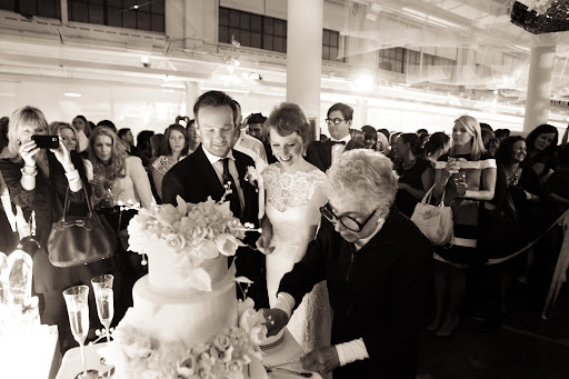 New York cake baker Sylvia Weinstock came to cut the cake she created for the couple with a Martha Stewart cake knife.