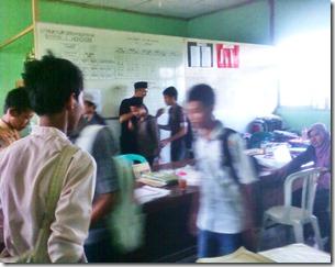 Siswa Siswi SMPN Wonoasri Mohon  Doa Restu dari seluruh Guru dan staf Karyawan SMPN Wonoasri