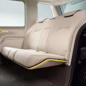 2013-Toyota-JPN-Taxi-concept-16.jpg