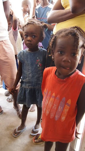 Dentist group in Haiti - Picture taken by Evan Bartlett