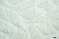 Tkanina obiciowa z efektem metalicznym. Motyw roślinny - liście. Biała.