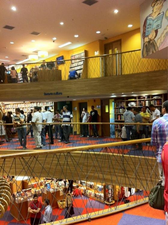 Livraria Cultura em Curitiba - Foto via @GarotaSemFio
