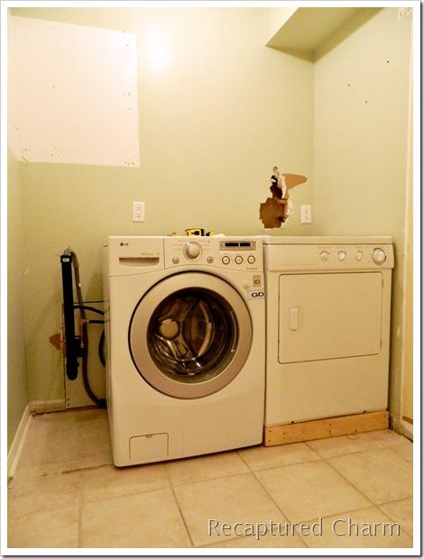 Laundry powder room makeover1 024a