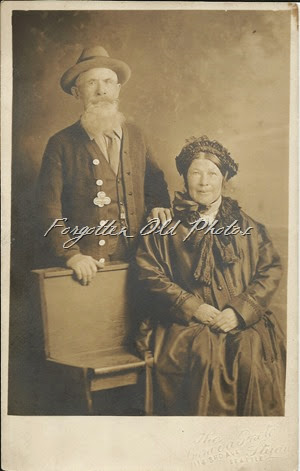 Old couple DL Cyko Postcard