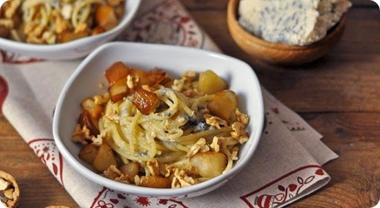 Spaghetti pere, noci e roquefort