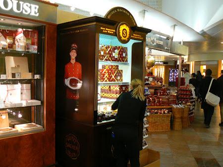 Aeroport Viena: stand cu tort Sacher la aeroport