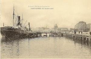 Vista de popa del vapor en el puerto de Santander. Archivo Manuel Rodríguez Aguilar