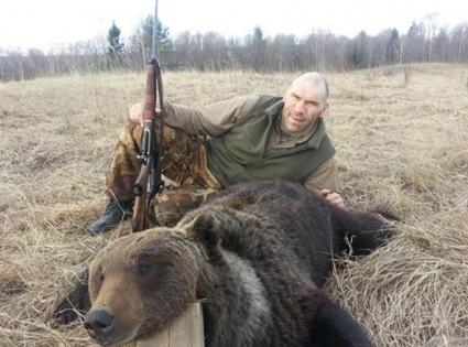А теперь попробуйте представить - со стволом это главный прокурор Архангельской области, а ниже...