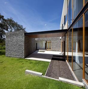 Moderna casa 2v arquitectos diez muller arquitexs for Casa moderna hormigon